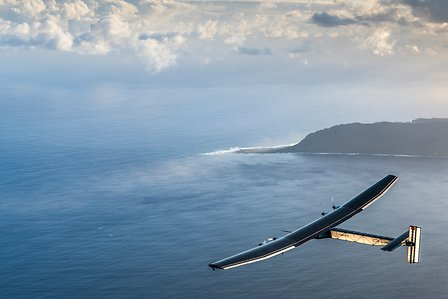 Solar Impulse 2 in flight, Hawaii to Moffett (USA)