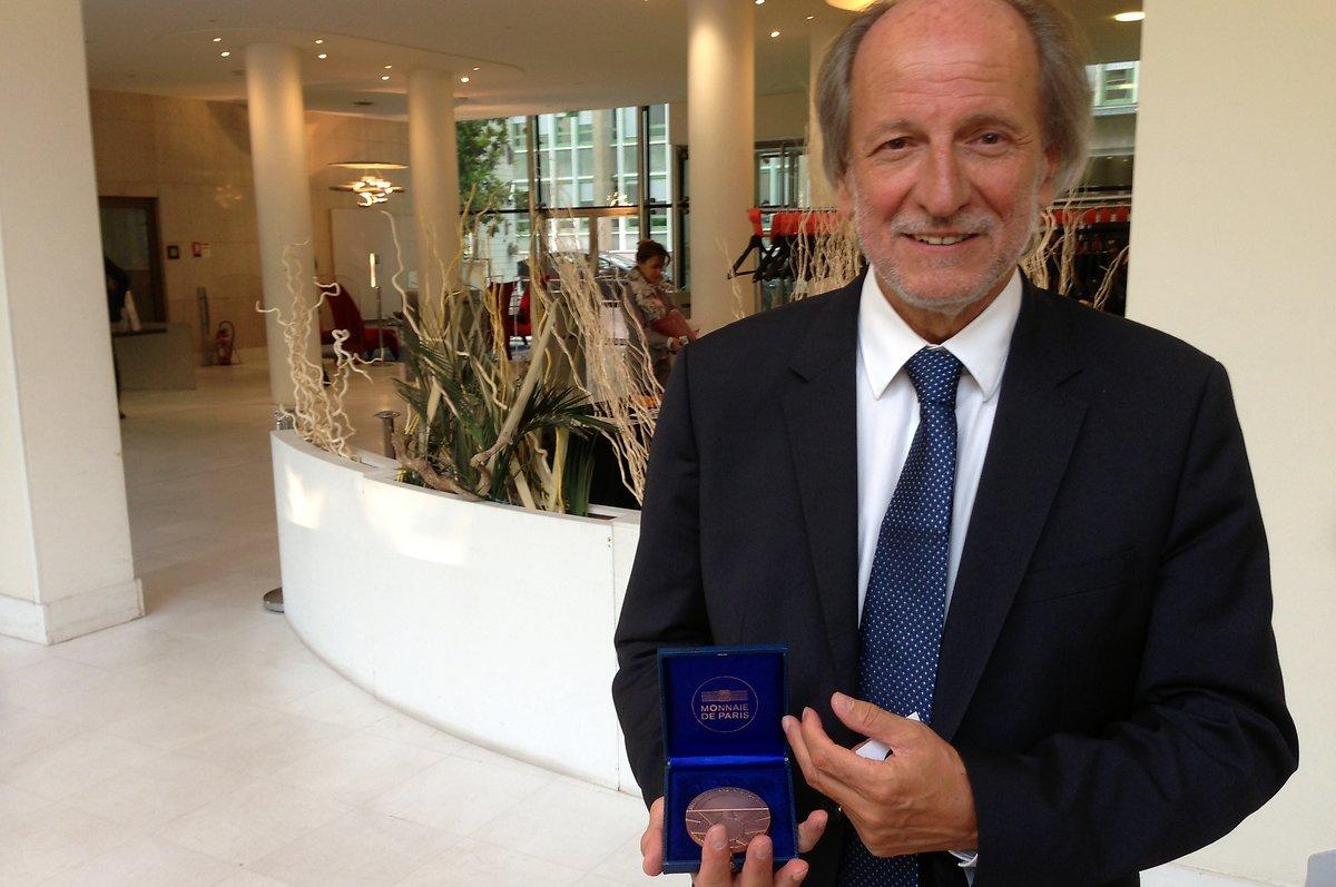 Patrick Maestro receives prestigious CNRS medal