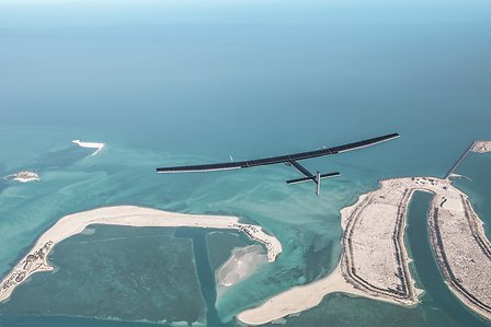 2015_03_01_Solar_Impulse_2_RTW_Second_Test_Flight_Abu_Dahbi_Revillard