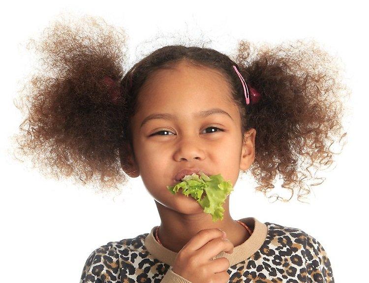 Story-AgRho-N-Protect-girl-eating-salad