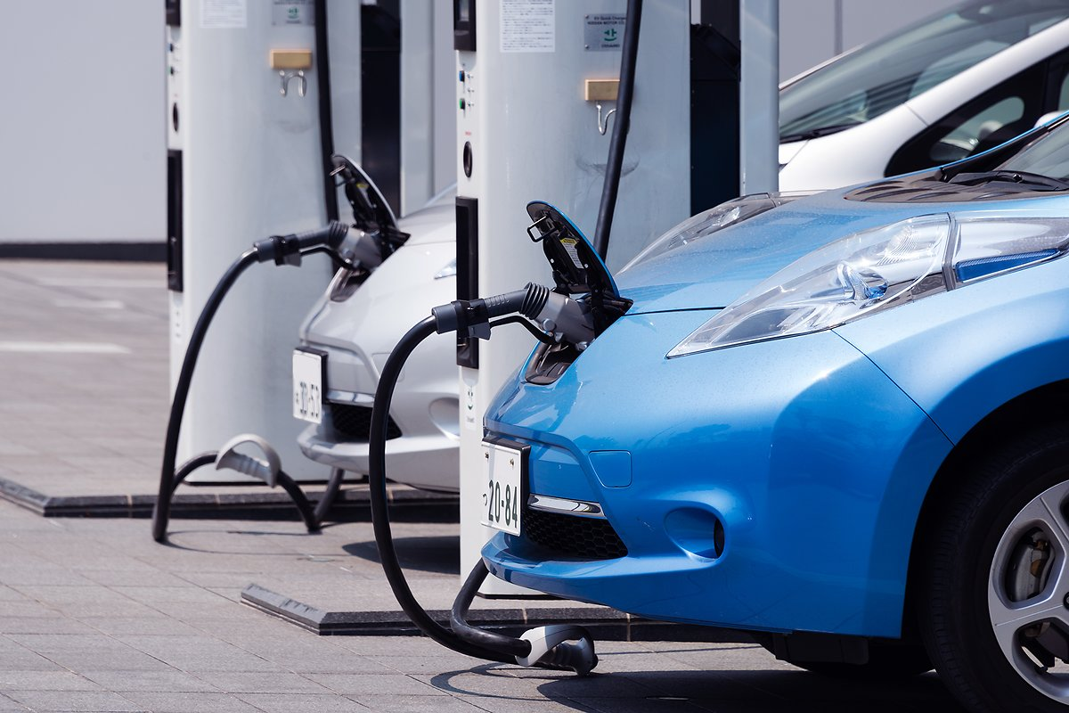 lithium-battery-within-a-car-charging