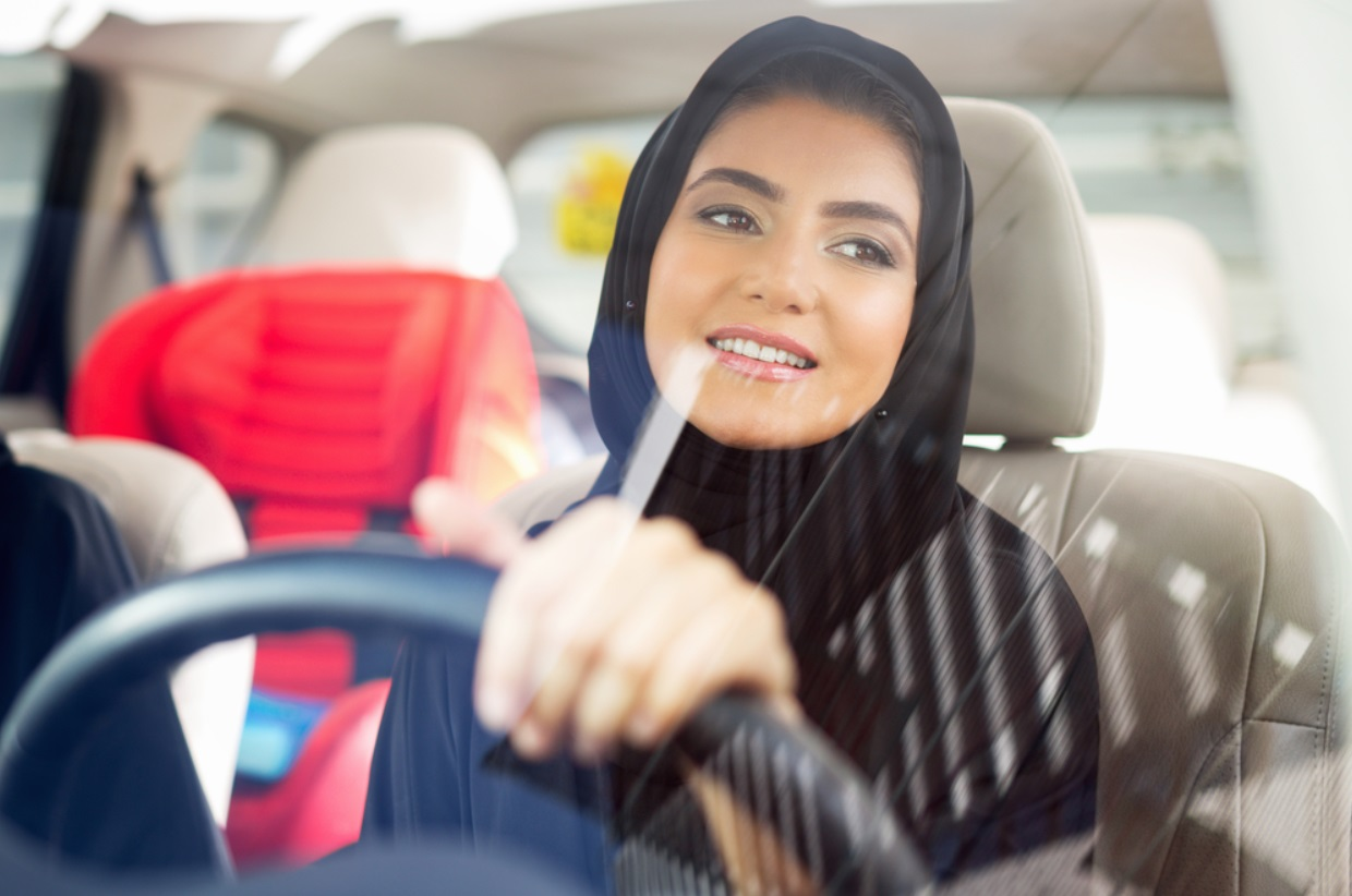 female-driving-with-a-veil-during-a-sunny-day