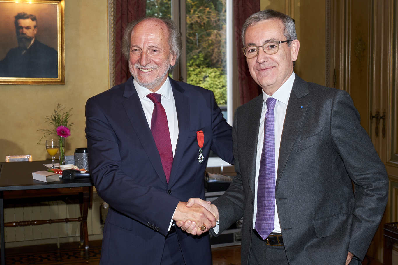 Patrick Maestro  and Jean-Pierre Clamadieu shaking hands